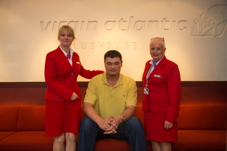 Yao Ming with Virgin Atlantic Crew Members in Heathrow